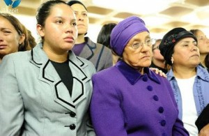 Sabrina Schneider stands behind Yemima's mother Rosa Cecilia Barrera and sister at the funeral. Source: Metro Ecuador